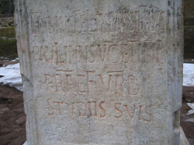 ROMA ARCHEOLOGIA e RESTAURO ARCHITETTURA: Iscrizione: Fabius Felix Passifilus / Paulinus, v(ir) c(larissimus) et inl(ustris), / praef(ectus) urb(i), / studiis suis [c. 450-76 AD]. Roma, Metro C Scavi - Pal. Madonna dei Loreto (2009).